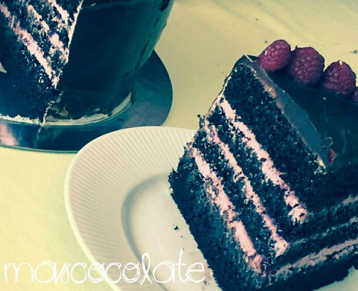 Layer cake de chocolate y frambuesa #mascocolate #layercake #chocolate #frambuesa #cake