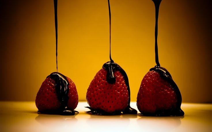 Cioccolato, te', fragole, mirtilli e lamponi contengono sostanze che assomigliano ai farmaci prescritti per stabilizzare gli sbalzi di umore. I composti so