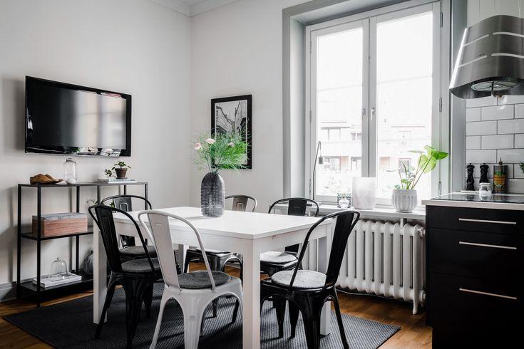 французские металлические стулья tolix chairs на кухне