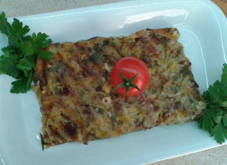 Kahvaltı için harika lezzetlerden olan tost makinesinde patates tarifi basit olduğu kadar lezzetli bir tariftir.