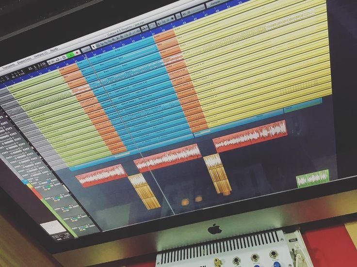 Vuelta al trabajo ya.  Mezclando cosas nuevas de @fedecaceres.10 en @showtimeestudio.  [Contacta conmigo para grabar mezclar y masterizar tu single o proyecto underground o profesional a través de http://ift.tt/1OqKLY7 o en www.BigHozone.com]. #showtimeestudio #grabacion #mezcla #masterización #mastering #rap #hiphop #rapespañol #hiphopespañol #musicaurbana #urban #musica #music #bighozone #estudio #malaga #cubase