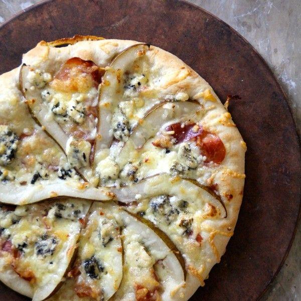 Pizza med Selbu Blå, spekeskinke og pære