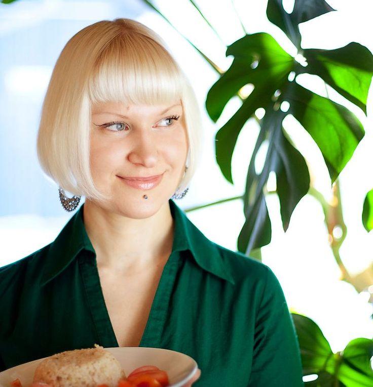 """""""Superruoka oli viedä terveyteni""""   Me Naiset Hanna ja Johanna innostuivat superterveyden tavoittelusta, mutta seurauksena tuli huono olo. Sitten naiset oivalsivat, että heille sopiikin aika tavallinen ruoka."""