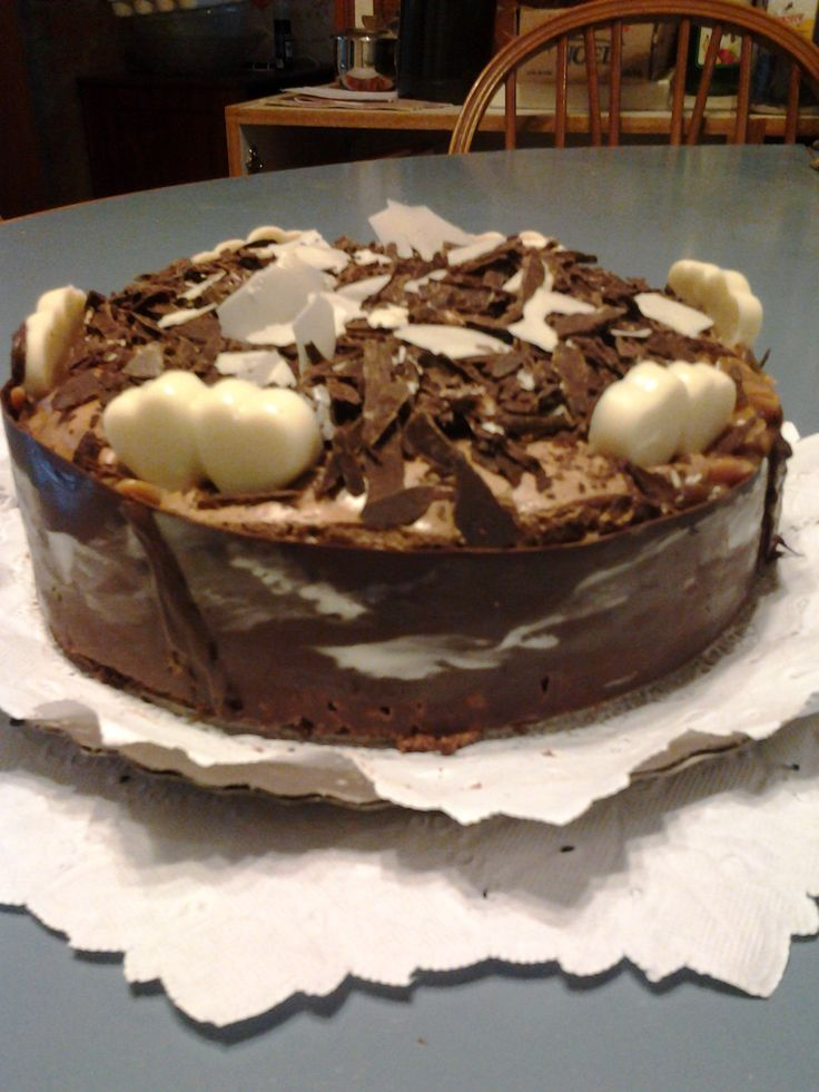 Cake Brownie con dulce de leche y mousse de chocolate + deco virutas de chocolate por Claudia Lebon
