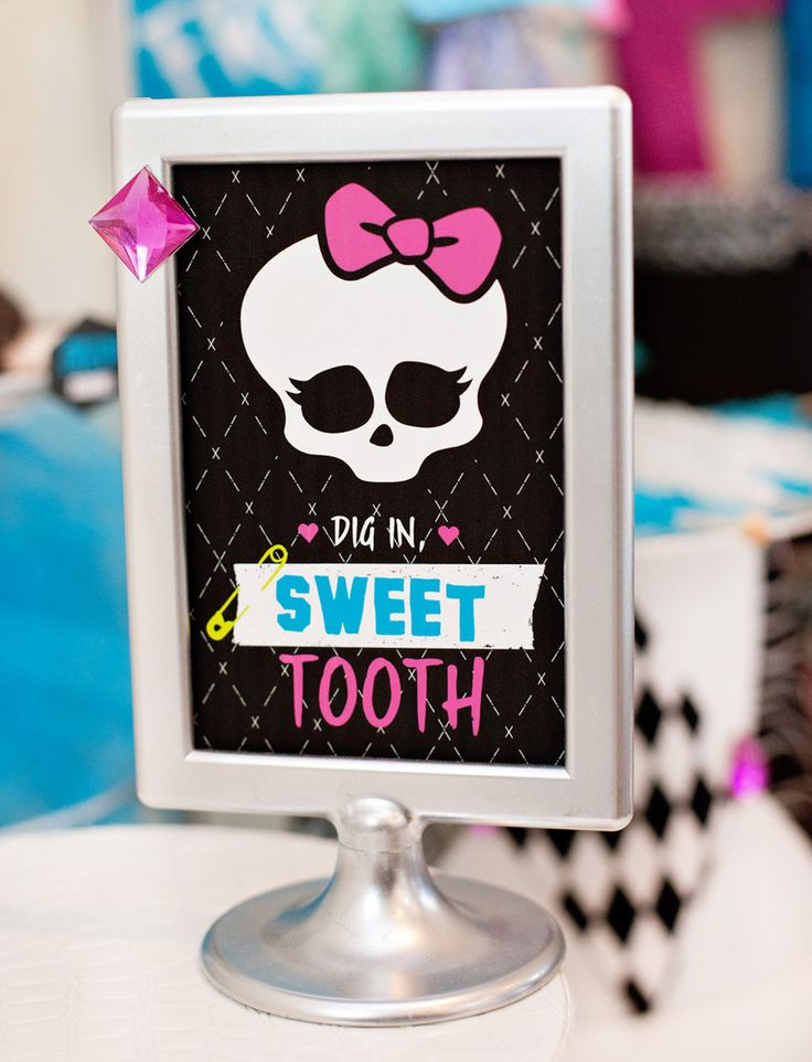 """Hostess with the Mostess®Hi, there! These Monster High Party Printables – which I designed for a recent MH-inspired Freaky Fab Fun Birthday Party – are all about the funky silhouettes and patterned paper! The dolls have a lot of personality on their own, so these designs are meant to help accentuate that fun """"freaky fabulous"""" style and attitude. […]Hostess with the Mostess®"""