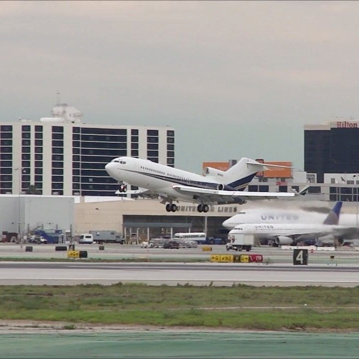 Speedbirdhd On Instagram N606dh Didn T Take Long To Get Off The Ground Corporatejet Corporatej In 2020 Los Angeles International Airport Private Jet Fighter Jets