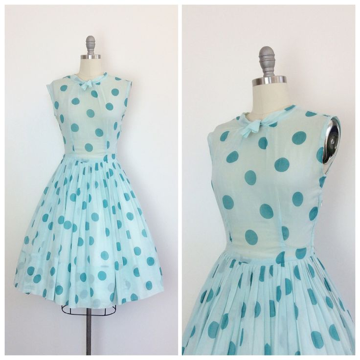 Absoluut darling polkadot print partij jurk uit de jaren 50! Gemaakt van pure…