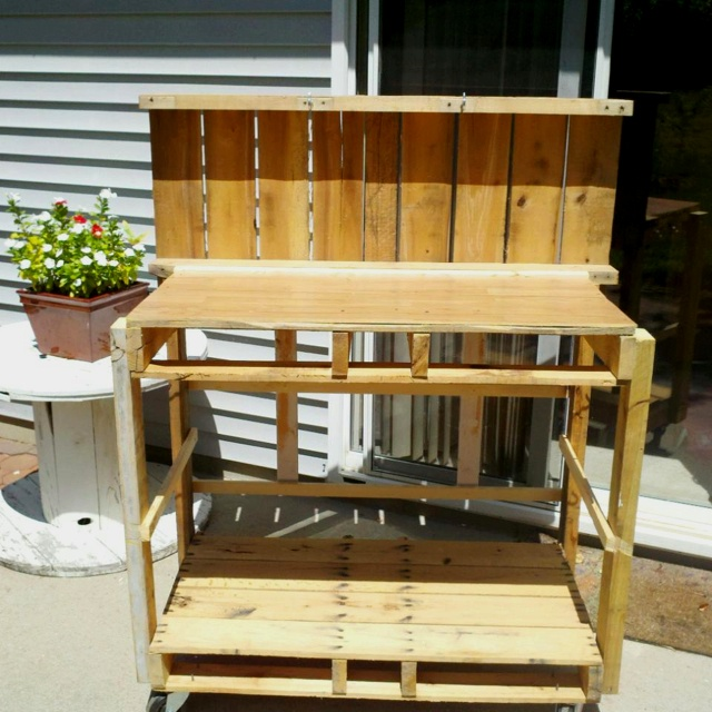 Pallet Garden Work Bench For The Home Pinterest Garden Work Benches Work Benches And