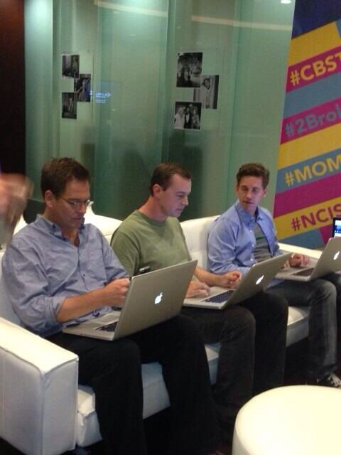 NCIS dudes! ---> Michael Weatherly (Tony DiNozzo), Sean Murray (Tim McGee) and Brian Dietzen (Jimmy Palmer) live tweeting throughout the Season 11 Premiere.