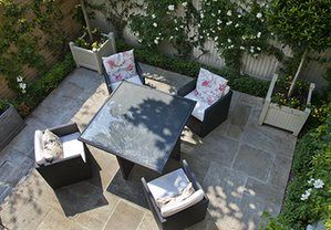 Tiny courtyard garden: An aerial view of a courtyard garden in Chiswick, London