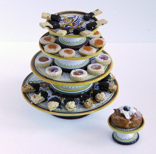 There's always room for dessert! C'è sempre spazio per il dolce! Collection Raffaellesco. Ceramics 100% Made in Italy. #italianceramics #handmade #madeinitaly