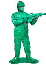 Spielzeug Soldat Krieger Kostüm grün (Bundle), aus der Kategorie Ausgefallene Kostüme. #Soldaten-Kostüme sind langweilig und #Piloten-Verkleidungen hatte man schon zur Schulzeit. Dieses #Spielzeugkostüm ist ein einzigartiger Blickfang für jede Gelegenheit und weckt noch dazu #Kindheitserinnerungen. Egal ob Fasching oder Karneval, in diesem Outfit werden Ihnen auch die Frauen alle Aufmerksamkeit widmen, denn dieses Herrenkostüm ist weit mehr als eine Uniform.