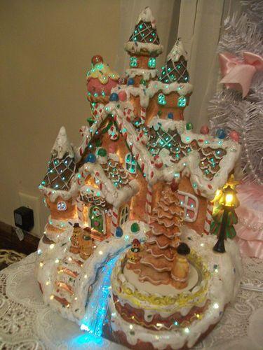 Cracker Barrel Fiber Optic Lighted Gingerbread Christmas House