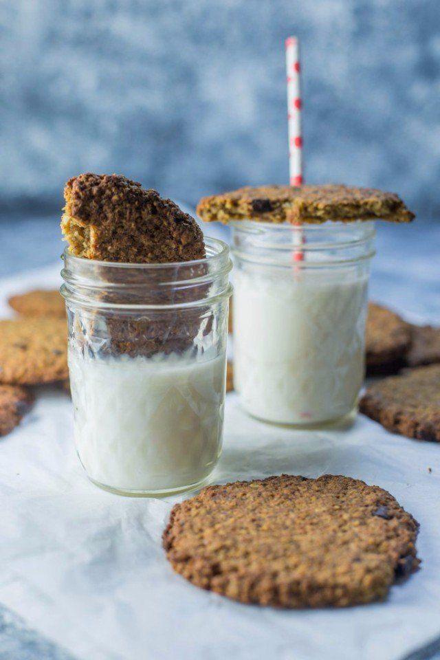 Печенье для завтрака #веганство@just_veg  Ингредиенты:  • 1 ½ чашки овсяных хлопьев • ½ чашки кокосовой стружки • ½ чашки рисовой муки • ½ чашки кокосового молока • 2 столовые ложки кокосового масла • 3 столовые ложки льняных семян, молотых • 6 столовых ложек воды • 3 столовые ложки сахара • ½ чашки шоколада, порубленного (необязательно)