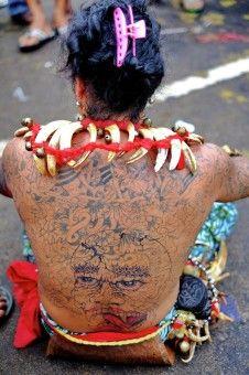 Muslianshah Bin Masrie: Sudah menjadi budaya, Tatoo & Taring menjadi hiasan di badan kalangan suku kaum Dayak di Kalimantan.