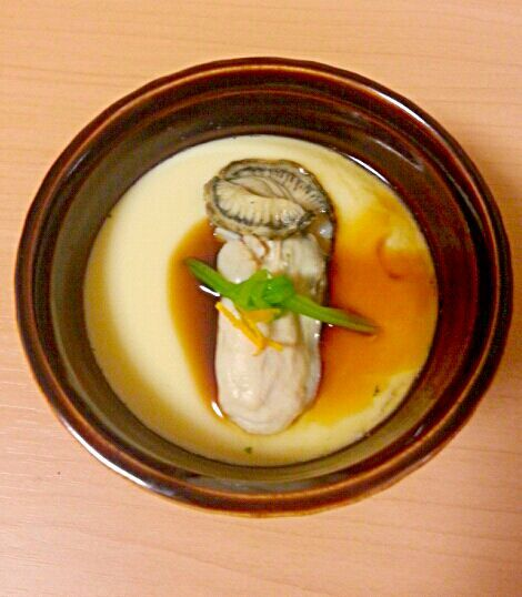 玉子と水を混ぜてこして 蒸し器がなくても、鍋に水をはって器をじかに入れて蒸します 味付けは食べるときにオイスターソースをたらり めちゃ簡単です レシピのポイントにもっと簡単な中華風茶碗蒸しアップしています - 70件のもぐもぐ - 簡単牡蠣の茶碗蒸し by marbure