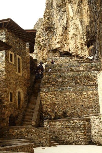 Sümela Manastırı ayine hazır Trabzon'un Maçka ilçesindeki tarihi Sümela Manastırı'nda, 15 Ağustos'ta Hristiyan Ortodokslarca yapılacak ayin için hazırlıklar tamamlandı.   Fotoğraflar: Murat Şahin-Tarık Kızıldağ