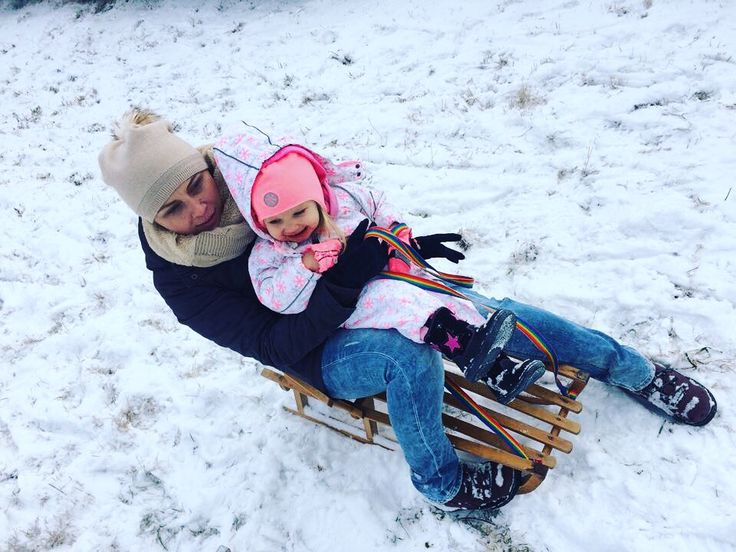 zima i sanki - najlepsza zabawa dzieci ❄️⛄️#kids #motherandbaby #love #girl #snow #fun #smyk