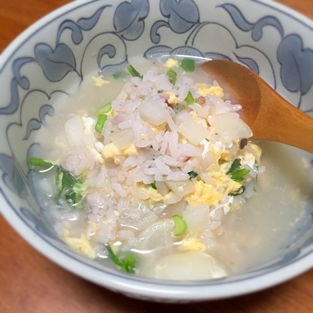 粥を炊くのが面倒なのでいつも冷やご飯で雑炊に。ホタテ出汁か鶏がらスープで作る、もはやおじやである…。 - 28件のもぐもぐ - 七草粥ならぬ七草雑炊 by lottarosie