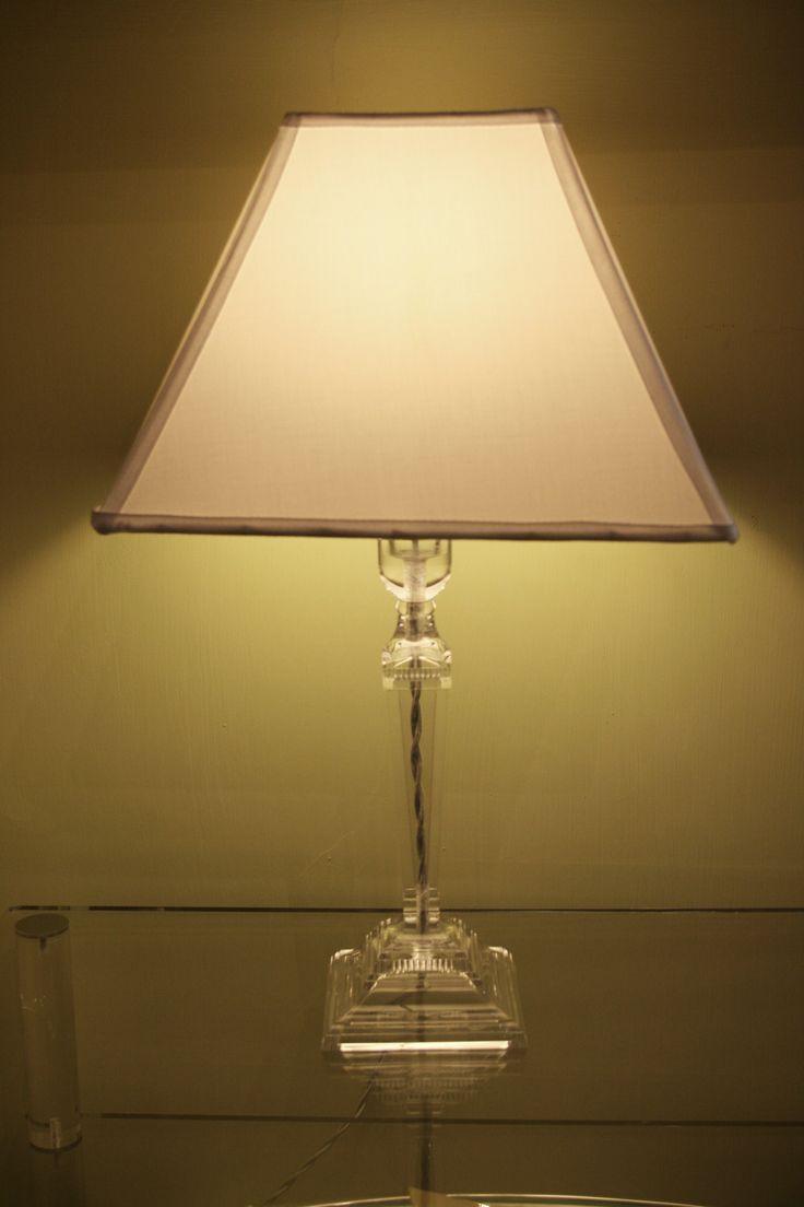 Lampada in perspex trasparente. http://www.pisanogenova.it/catalogo/109-lampade-in-perspex