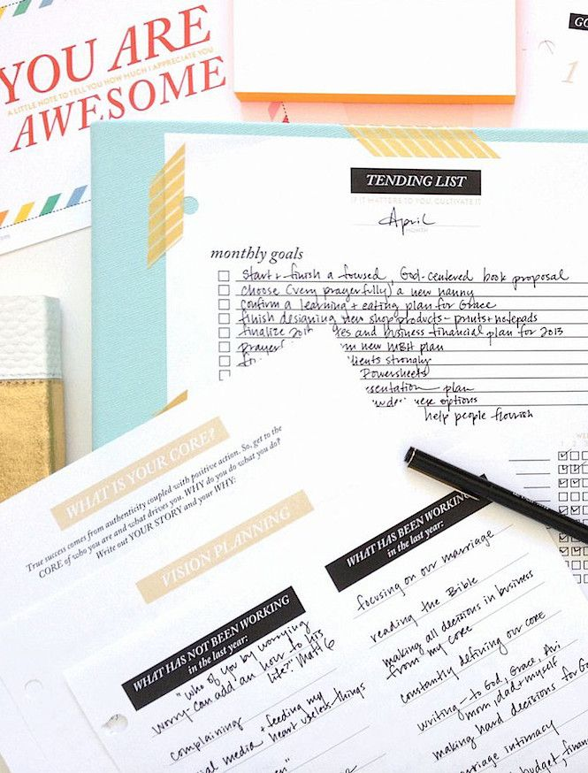 """HOW I STAY ORGANIZED + 3 TIPS FOR GETTING THINGS DONE...  I only allow 5 things to be on my list each day or I get completely overwhelmed.  I used to keep my """"Big List"""" out on my desk and I felt defeated at the end of the day, even if I crossed off 10 things."""