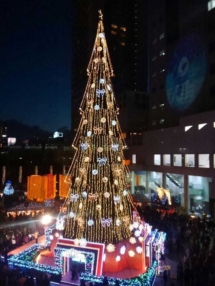 Big christmas tree in Osaka.
