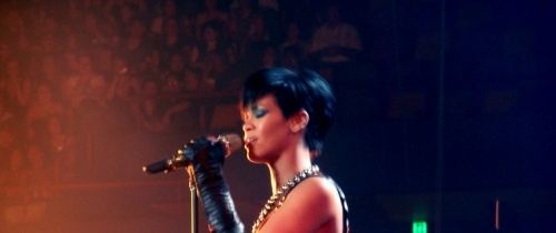 Get 5% discount off Rihanna concert tickets for the 2013 Diamonds World Tour for adding promo code Time5 at checkout