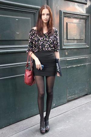 タイトスカートとヒョウ柄で派手すぎず上品な着こなし☆クラブファッションの参考に☆