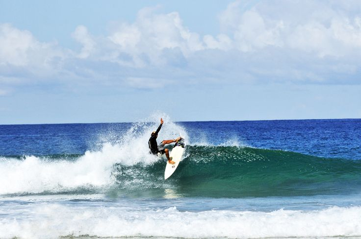 Gianluca proving his great #surfing style once again! Good weather, Good waves, great surfer!