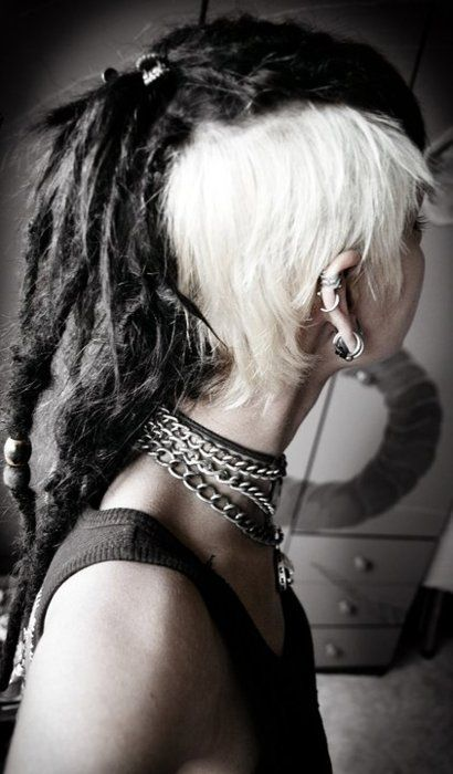I wish I was brave enough to do a dreadhawk. I love it.