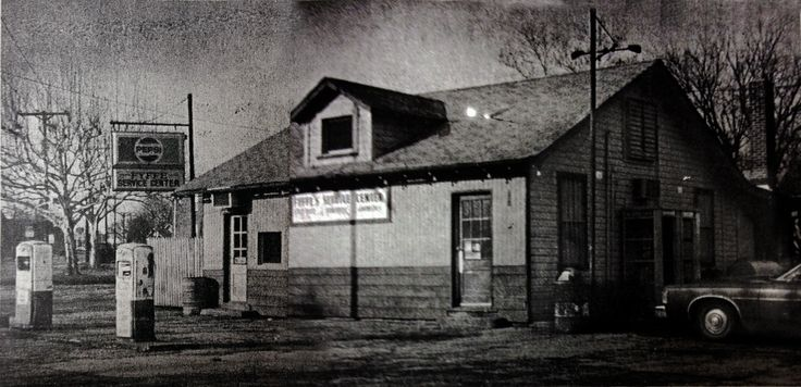 Fyffe's Service Center, closed 1983. Corner of 10th and