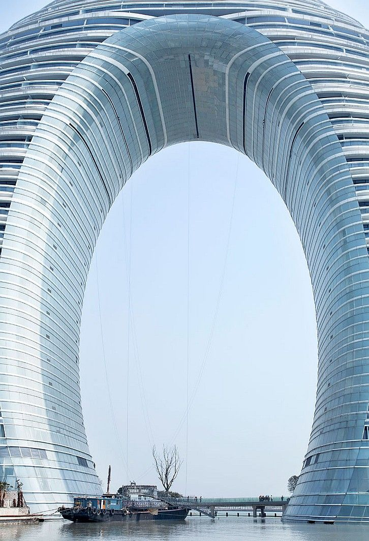 Under the arch of the Sheraton Huzhou Hot Spring Resort