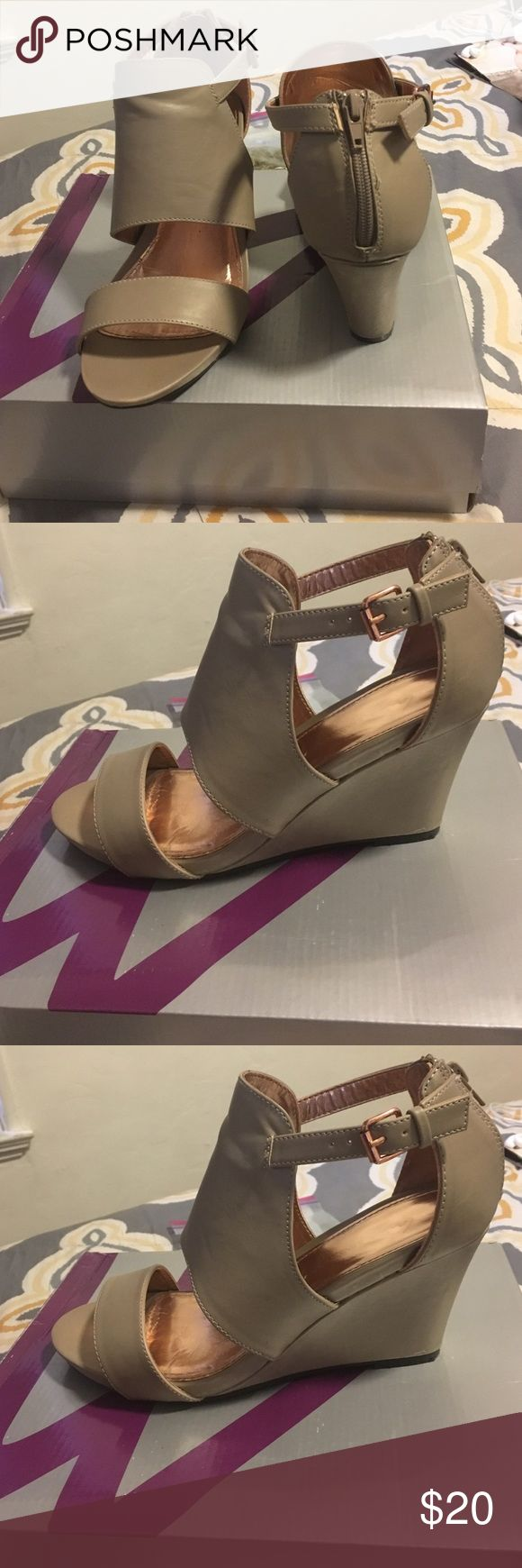 Lane Bryant Nude Band Wedge Sandal Size 10w Great pair of women's sandals by Lane Bryant. These shoes have an ankle strap as well as a zip up the back. These have been worn about 3x. Minimal signs of wear! Size 10w color: Nude. Comes w/box Lane Bryant Shoes Wedges