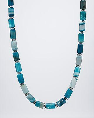 """Sogni d'oro Kette mit großen """"Blue Wave""""-Achaten in Röhrenform gefädelt, zwischen denen kleine, silberfarbene Hämatit-Rondelle sitzen. Die Achate leuchten in intensivem Blau, das teilweise ins Weiße spielt. Geschlossen wird das schöne Schmuckstück mit einem dezenten Karabinerhaken aus Silber. #Edelsteinkette mit 150,0 Karat #sognidoro #sogni #doro #schmuck #edelstein"""