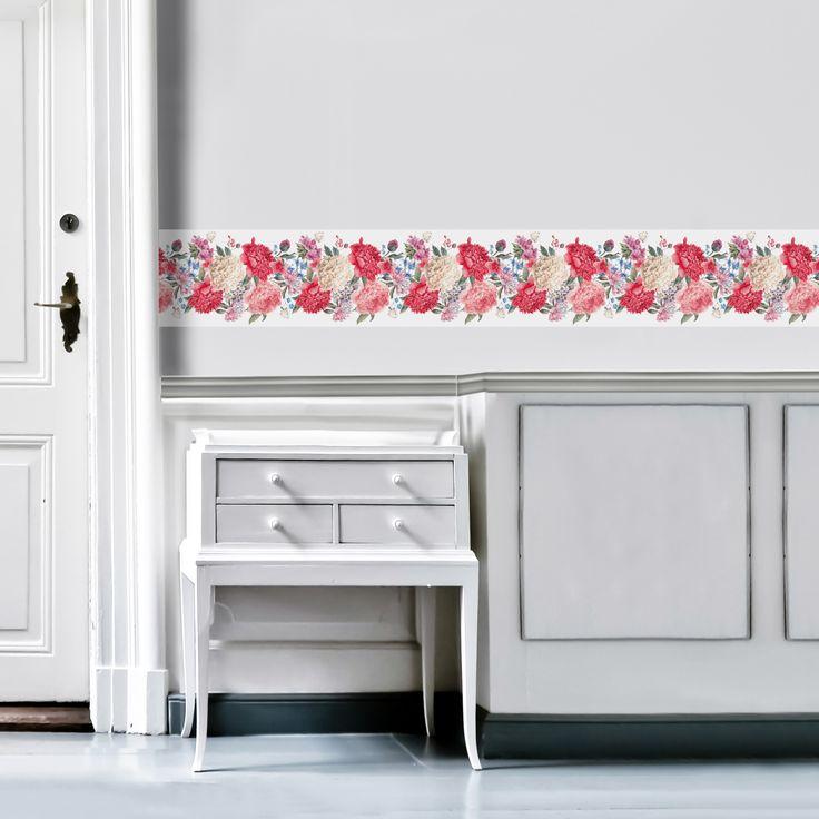 Kleister oder Klebstoff? Wird bei der neuen Generation von Wandbordüren nicht mehr gebraucht! Einfach das Rückseitenpapier abziehen, Wandbordüre anbringen und schon sieht deine Wandfläche aus wie neu.