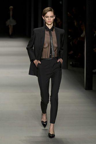 Черный смокинг Saint Laurent vs. зеленый костюм Gucci: что бы предпочли вы?