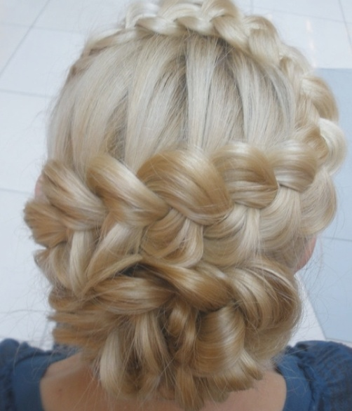 Really cool and pretty braids for long hair. :)