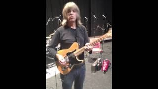 Mike Stern plays through Empress Chorus