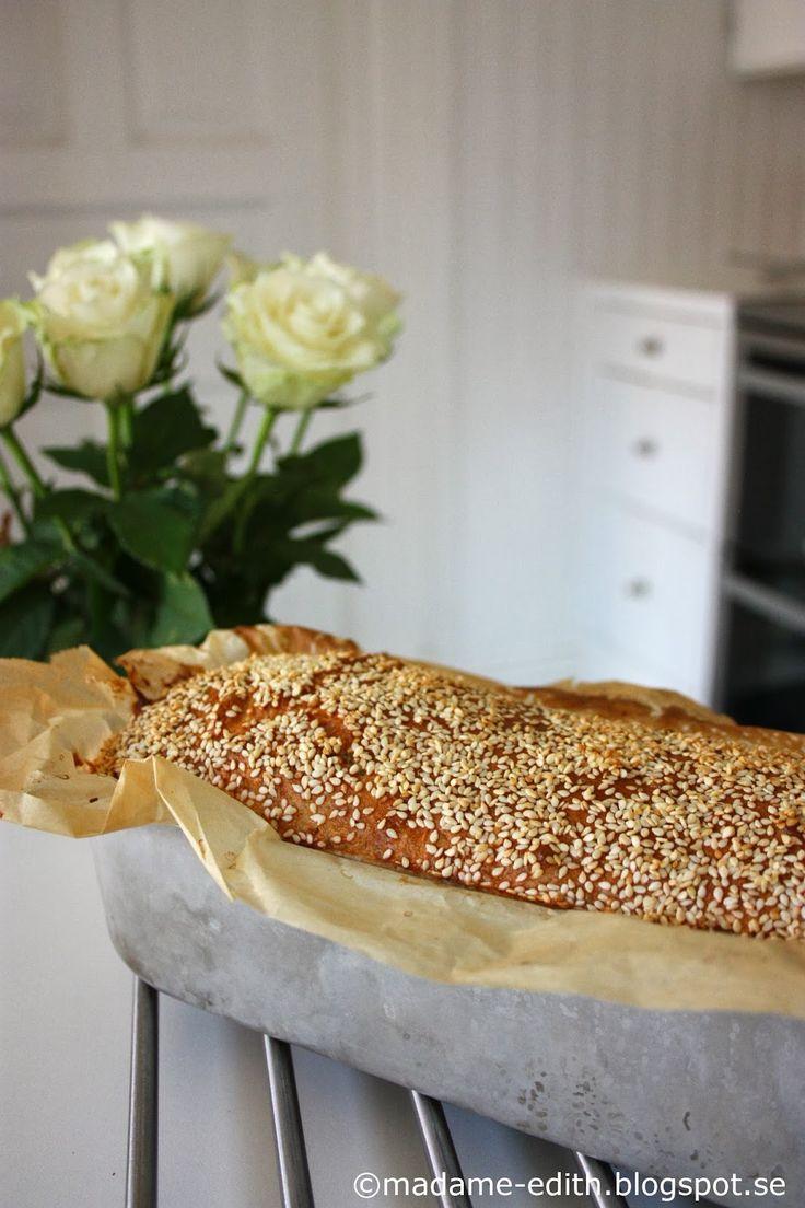 Ett av mina lättaste brödrecept - Formbröd med rågsikt Recept 25 g jäst 3 dl fingervarmt vatten 1 msk strösocker 1 tsk salt ...