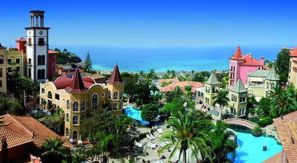 Hotel Bahia Del Duque 5* à Tenerife prix promo Séjour Canaries Promoséjours à partir 1 257,00 € TTC 8J/7N. Hotel Bahia Del Duque : Inspiré du style canarien de l'architecture aux costumes du personnel, l'hôtel est l'un des plus luxueux de l'île