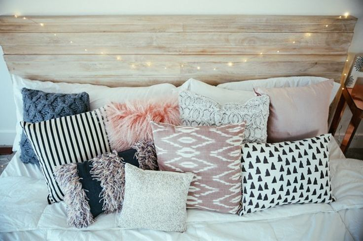 Love the bohemian/rustic look of your bed! I've been trying to find the perfect balance between a bohemian and modern look in my apartment, and love your pictures for inspiration. Great post, as always!