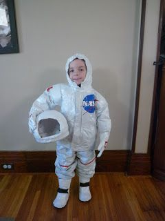 Full Time Frugal : DIY childs costume- $13 Astronaut