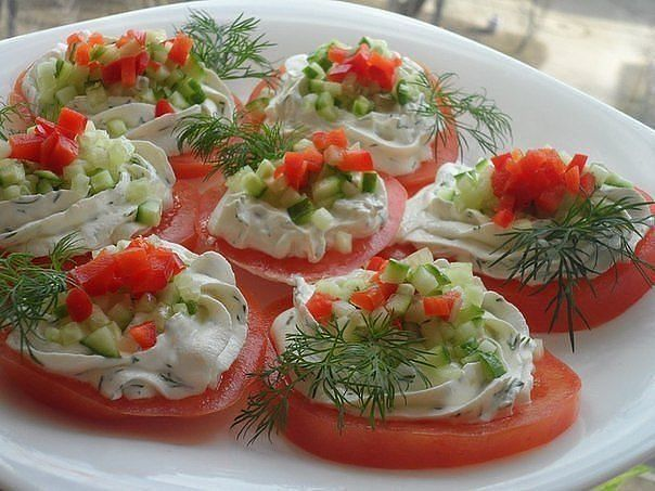 Tomatoes with cottage cheese and garlic