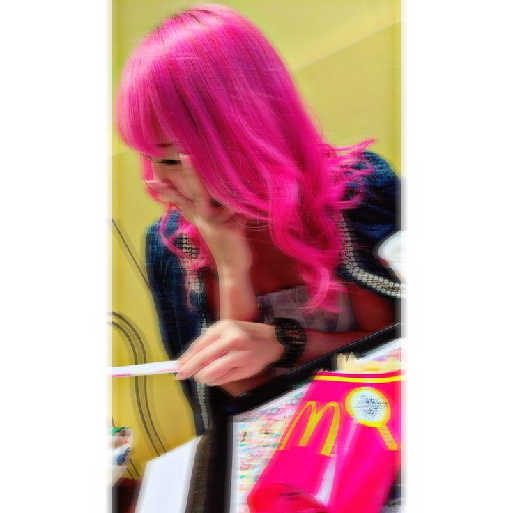もう1回ぴんくしたいな〜  青も好きやけどやっぱ  ぴんくがかわいいっ🧜🏻♀️  #派手髪 #pink #かわいい❤️ #ピンク髪 #じぇーけー