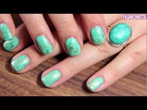 Fashionista's beauty expert en YouTube-celebrity Nikkie was op slag verliefd op deze turquoise met gouden marmer nail art. Speciaal voor jou een 'easy does it' stappenplan.