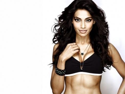 Bipasha Basu sexy