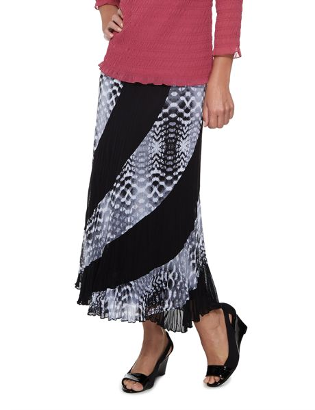 A spliced print and plain mesh skirt which is fully lined and crushed and has curved panel lines and an elasticated waistline for a  comfortable fit.