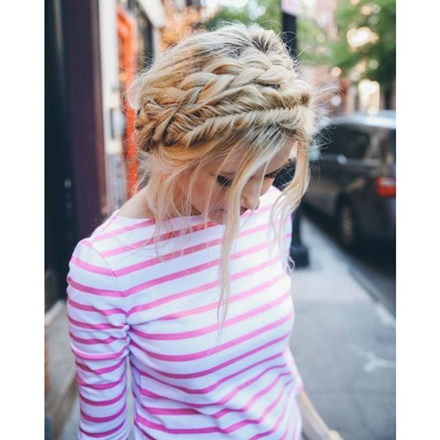"""""""Faça várias tranças diferentes no cabelo e deixe seu visual romântico. Olha como ficou linda a ideia, bem feminina!  Make some different hair braiding and let your look really romantic. Look how beautiful was the idea, very feminine! #beleza #beauty #beleza #cabelo #hairstyle #braid #trança"""" Photo taken by @santteestilo on Instagram, pinned via the InstaPin iOS App! http://www.instapinapp.com (11/14/2015)"""