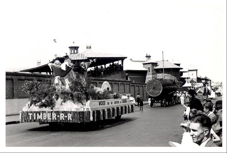 """Image 21806129 - The Timber Industry float, which formed part of the """"Australia's March to Nationhood"""" parade on January 26th, 1938. This image was taken in Driver Avenue, Moore Park. [RAHS Australia Day 1938 - Sesquicentenary Celebrations Collection]"""