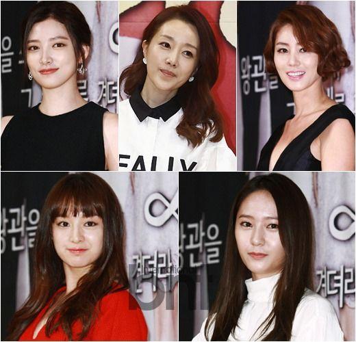 Take A Sneak Peek At Actress Yoon Son Ha's Makeup Pouch